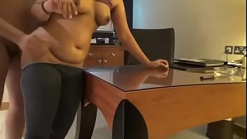 टेबल हॉर्नी इंडियन रिसेप्शन लेडी में अच्छा कमबख्त