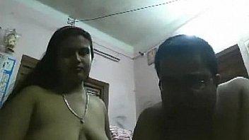 परिपक्व सींग का बना भारतीय वेबकैम पर खेलते हैं